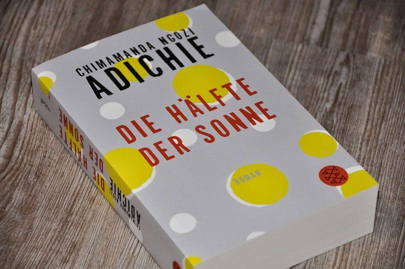 C. N. Adichie: Die Hälfte der Sonne